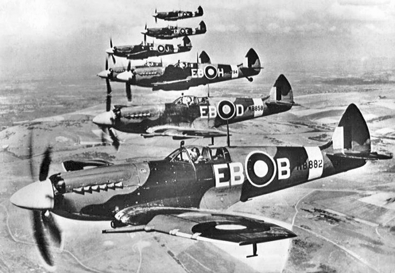 Supermarine Spitfire Mk XIIs of 41 Squadron.jpg